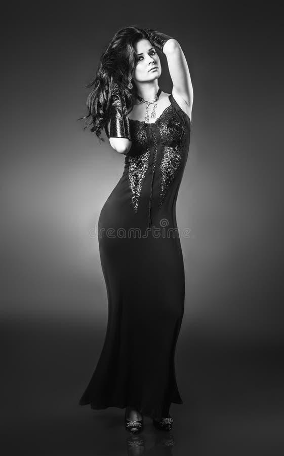 Elegante modieuze vrouw stock afbeeldingen