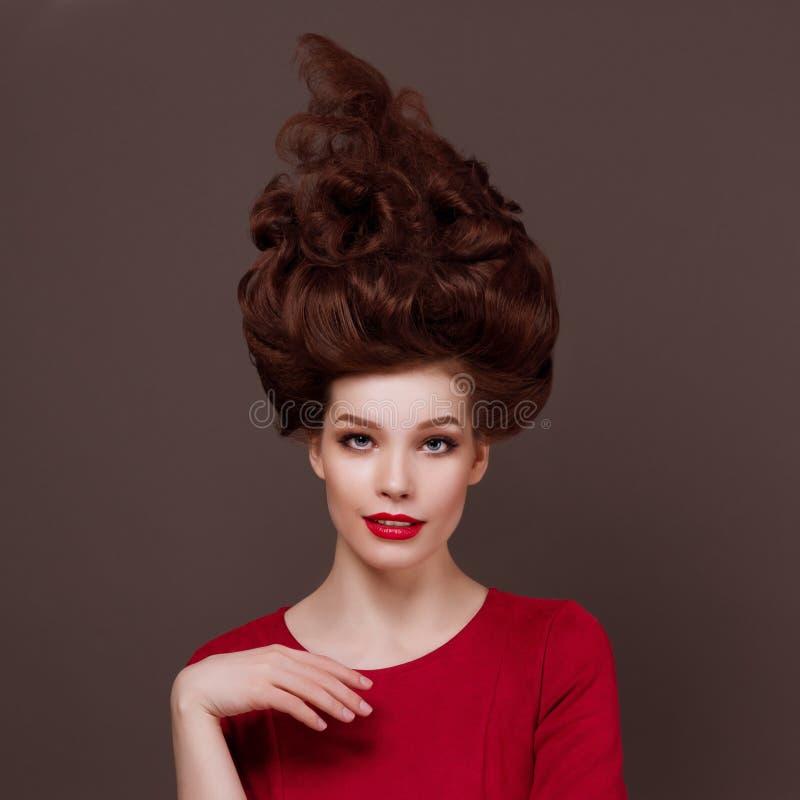 Elegante, mujer joven hermosa del retrato de la moda fotografía de archivo