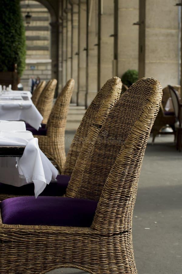 Elegante openluchtrestaurantseatin stock afbeelding