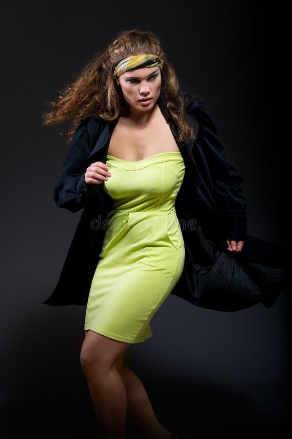 Elegante schöne Frau stockfoto