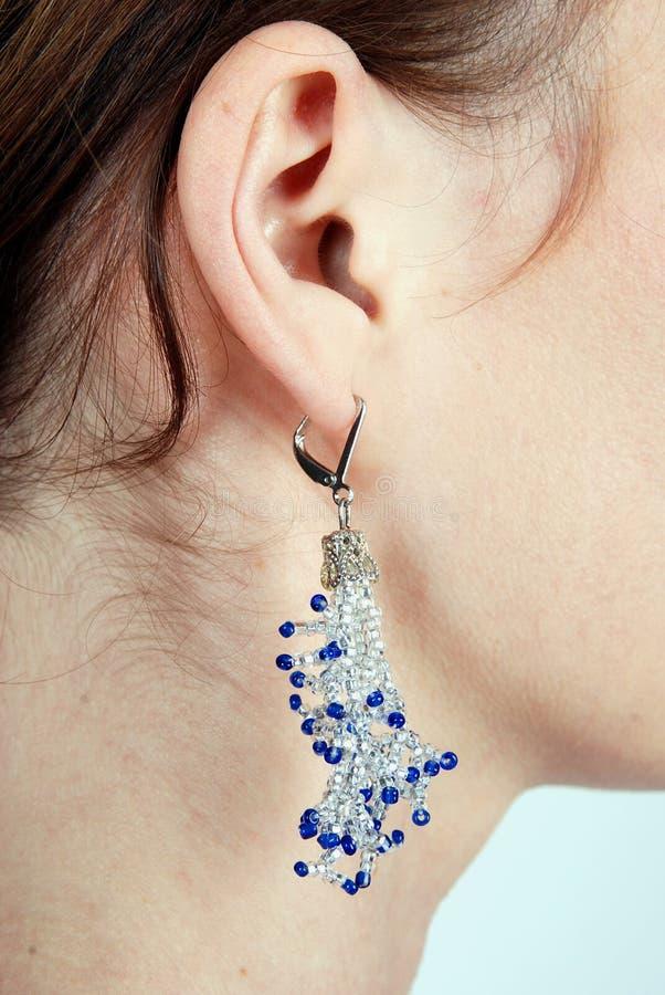 Elegante Schmucksachen - Ohrringe von den Kornen lizenzfreie stockbilder