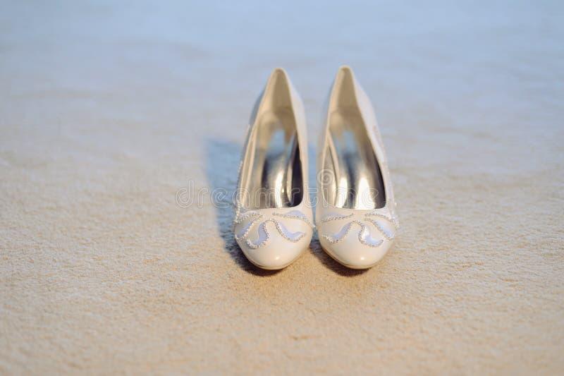 Elegante Stickerei auf Schuhen stockbild