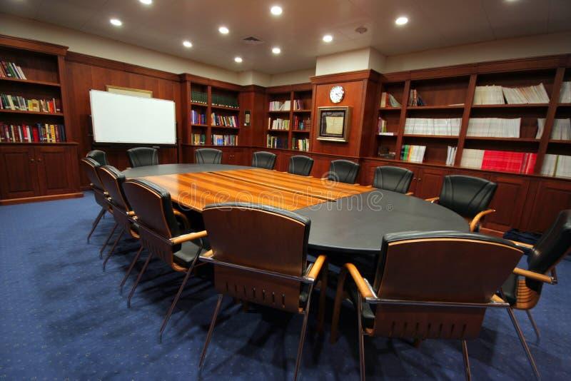 Elegante vergaderingsruimte stock afbeeldingen