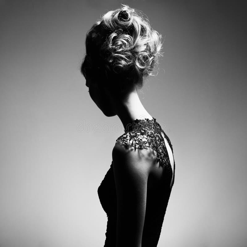 Elegante vrouw royalty-vrije stock afbeelding