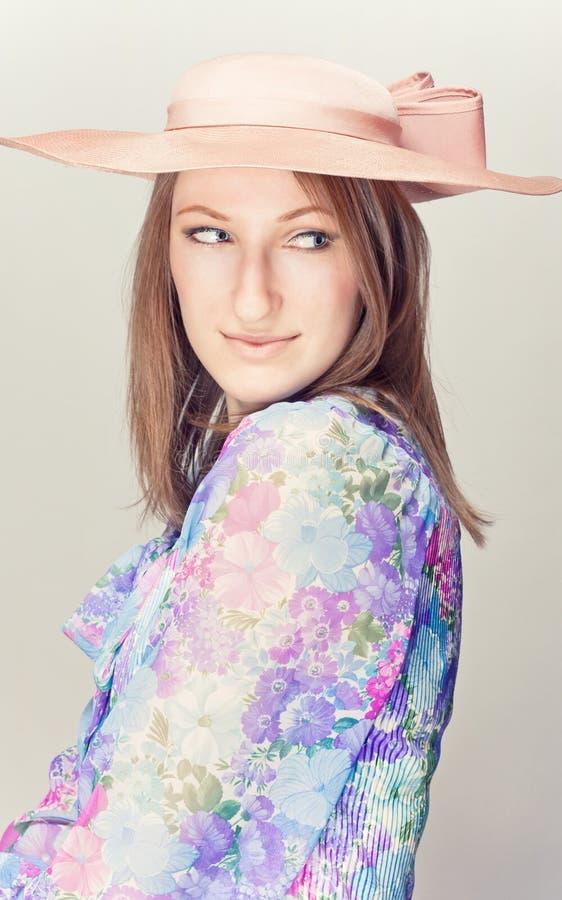 Elegante vrouw met hoeden stock foto's