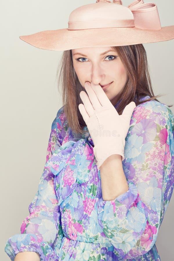 Elegante vrouw met hoeden royalty-vrije stock afbeeldingen