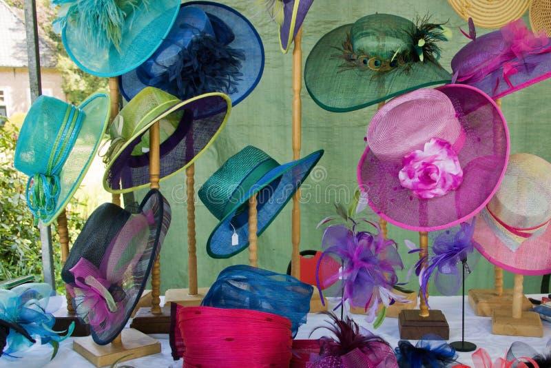 Elegante vrouwenhoeden stock afbeelding