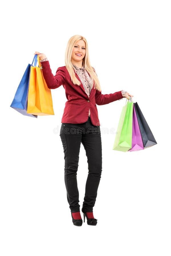 Elegante vrouwenholding het winkelen zakken royalty-vrije stock foto's