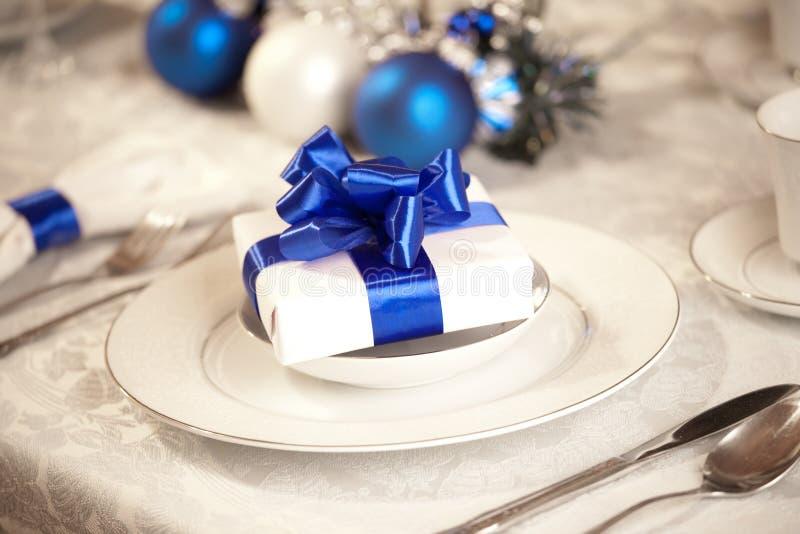 Elegante Weihnachtstabelleneinstellung stockbild