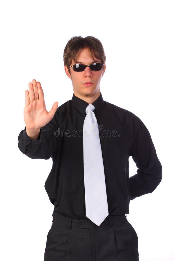 Eleganter entschlossener junger Geschäftsmannvertretungsanschlag lizenzfreie stockfotografie
