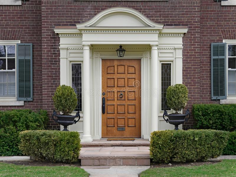 Eleganter h?lzerner Front Door stockbild