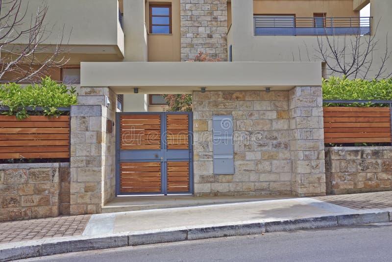 Eleganter Hauseingang, Athen Griechenland lizenzfreie stockbilder