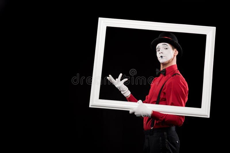 eleganter Pantomime, der in Rahmen gestikuliert stockfotografie