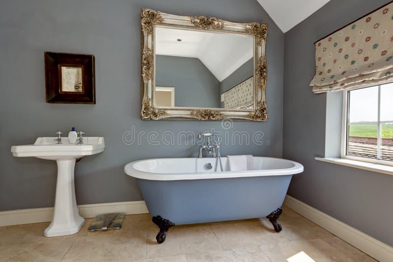 Elegantes Badezimmer stockbild. Bild von luxus, architektur - 25847755