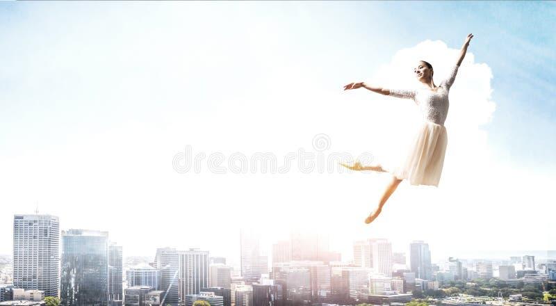 elegantes Ballerinatanzen Gemischte Medien lizenzfreie stockfotografie