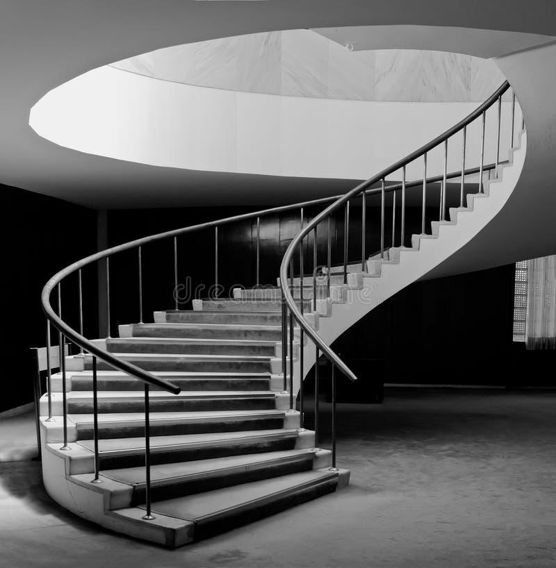 Elegantes gewundenes Treppenhaus stockfoto
