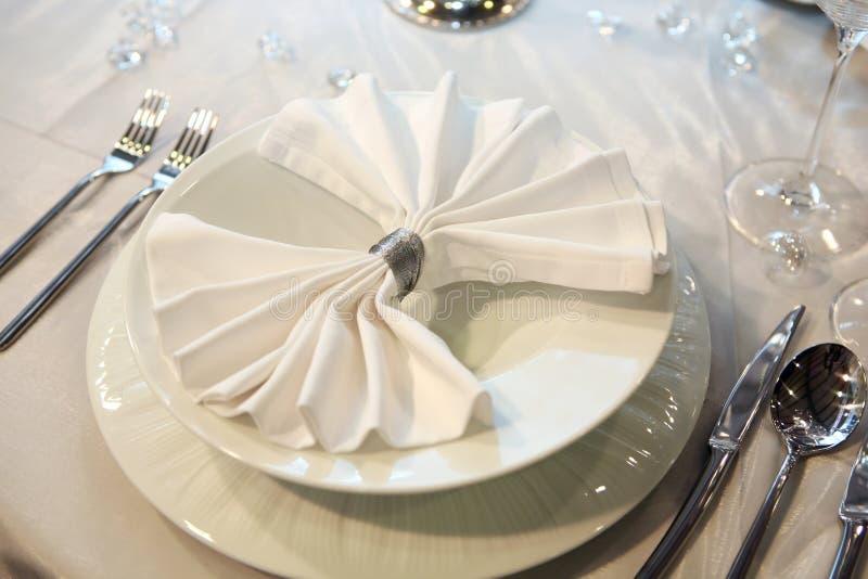 Elegantes Hochzeitsabendessen lizenzfreie stockbilder