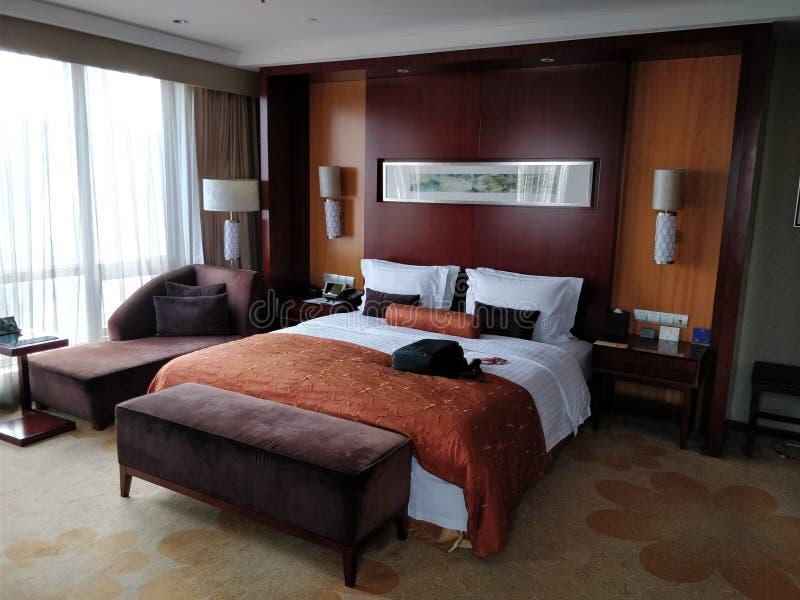 Elegantes Hotelzimmer mit Ansichten in Chongqing, China stockfotografie
