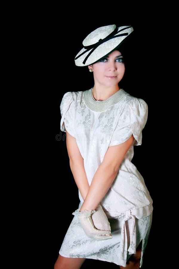 Elegantes Retro--angeredetes Mädchen lizenzfreie stockbilder