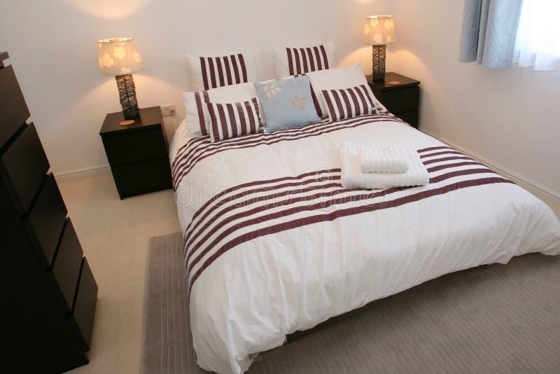 Elegantes Schlafzimmer lizenzfreies stockbild