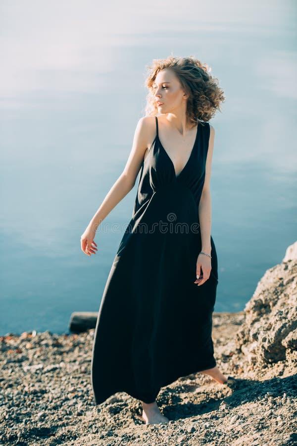 Elegantes schwarzes Kleid stockfoto