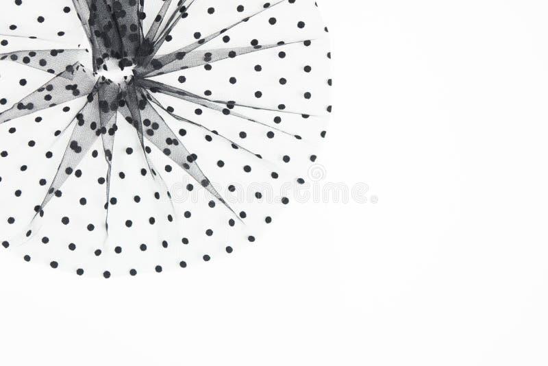 Elegantes schwarzes Textilrunde Zusammensetzung mit schwarzen Kreisen N?hendes Konzept Tulle-Gewebematerial auf weißem Hintergrun lizenzfreie stockbilder