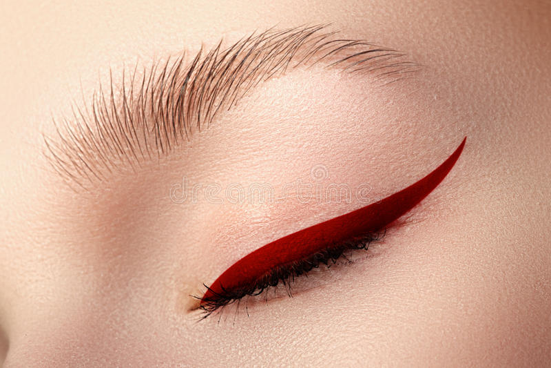 Elegantieclose-up van mooi vrouwelijk oog met modetrendbri royalty-vrije stock afbeelding