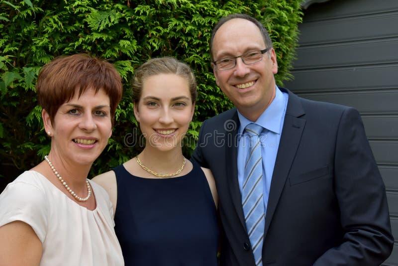 Elegantly klädd familj arkivbilder