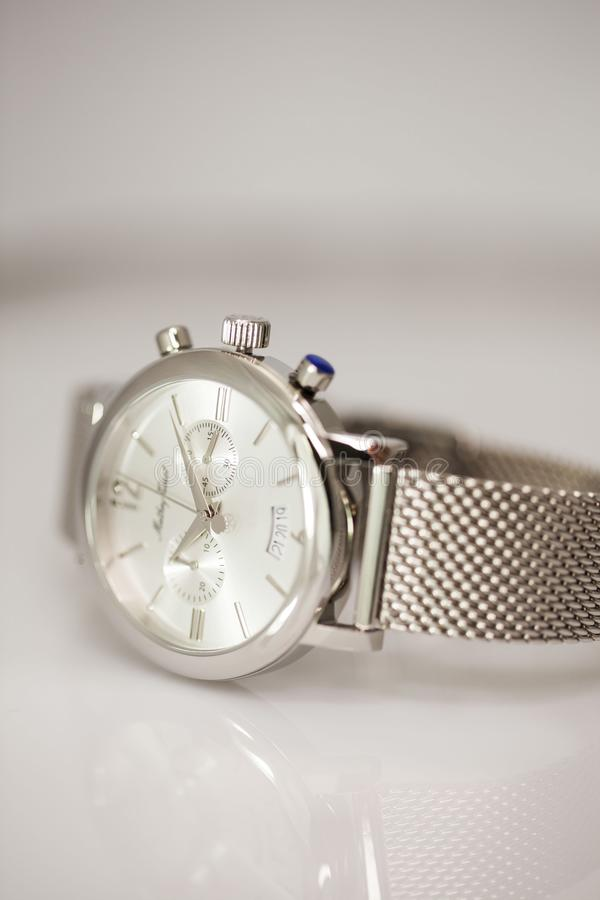 elegantt armbandsur arkivbild