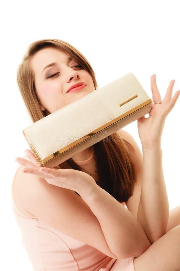 eleganz Porträt des Mädchens elegante Handtasche zeigend stockfotos