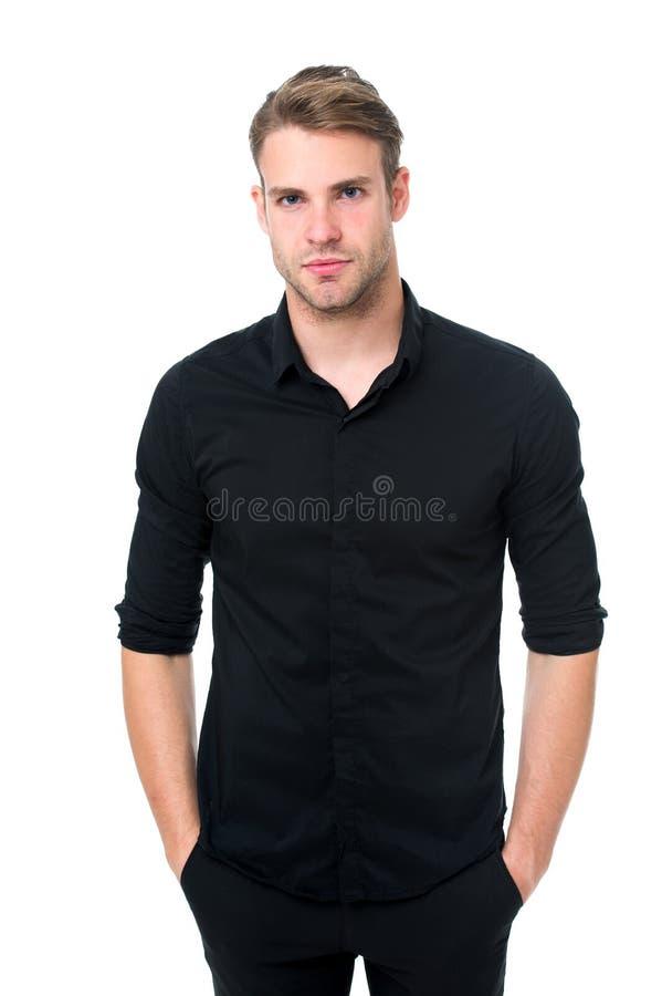 Eleganza nella semplicità Regole per indossare tutto l'abbigliamento nero Tendenza nera di modo Le ragioni anneriscono è il solo  fotografie stock