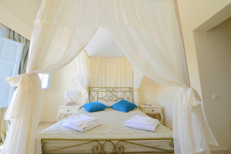 Elegent帐篷床-卧室家具 免版税库存照片