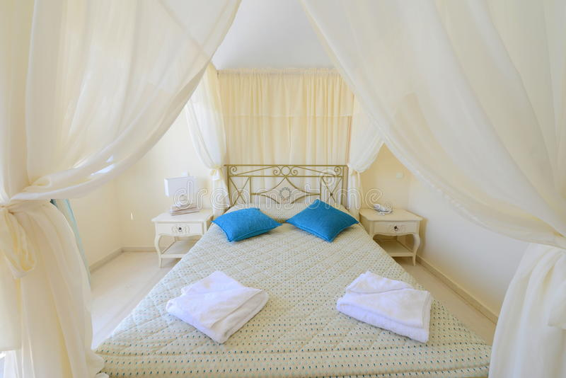 Elegent帐篷床-卧室家具 免版税库存图片