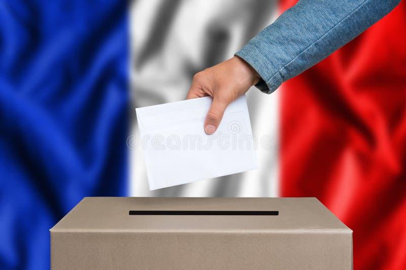 Eleição em França - votando na urna de voto fotografia de stock royalty free