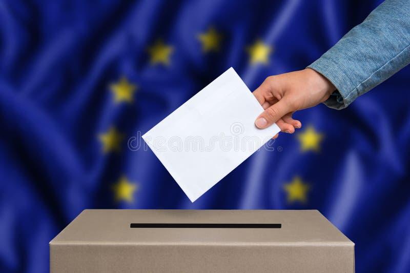 Eleição na União Europeia - votando na urna de voto fotografia de stock royalty free