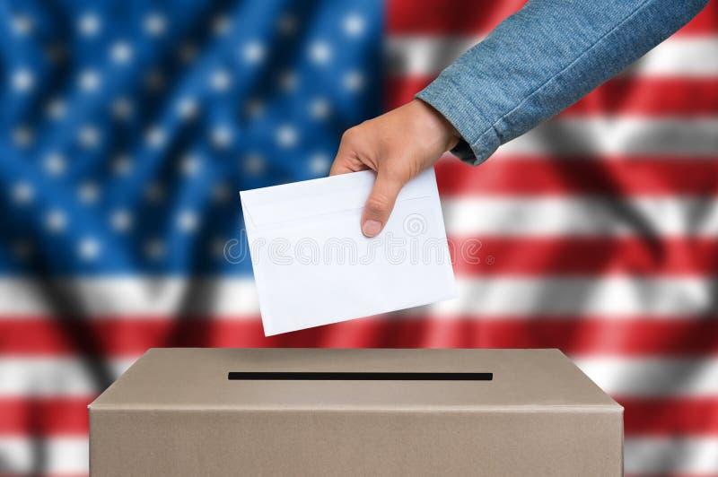 Eleição no Estados Unidos da América - votando na urna de voto imagem de stock