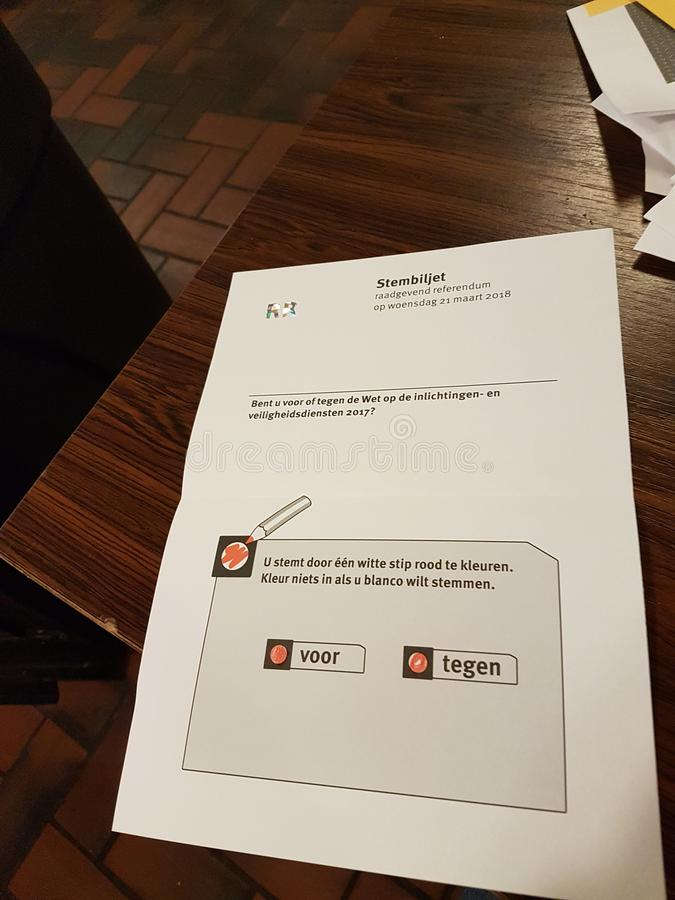 Eleições Países Baixos 2018 do referendo: Cédula da municipalidade de Zuidplas, inválido devido a mais de um voto naquele tempo imagens de stock royalty free