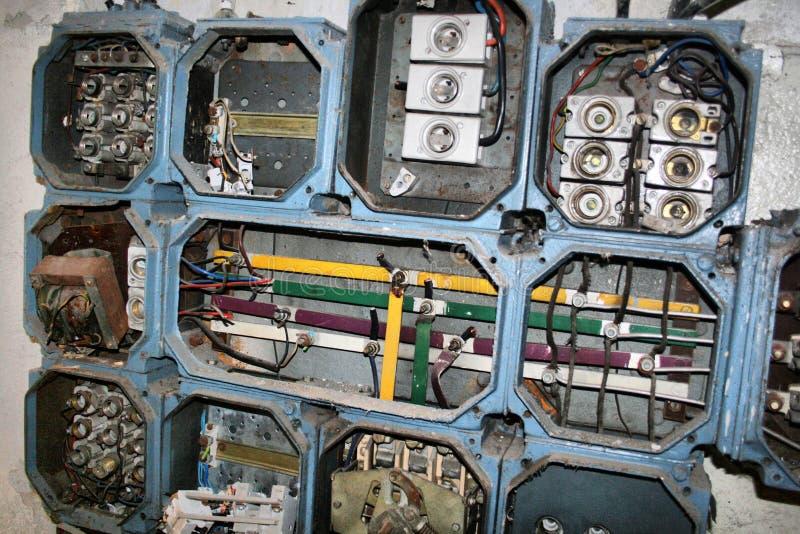 Elektriciteit in een verlaten fabriek royalty-vrije stock afbeelding