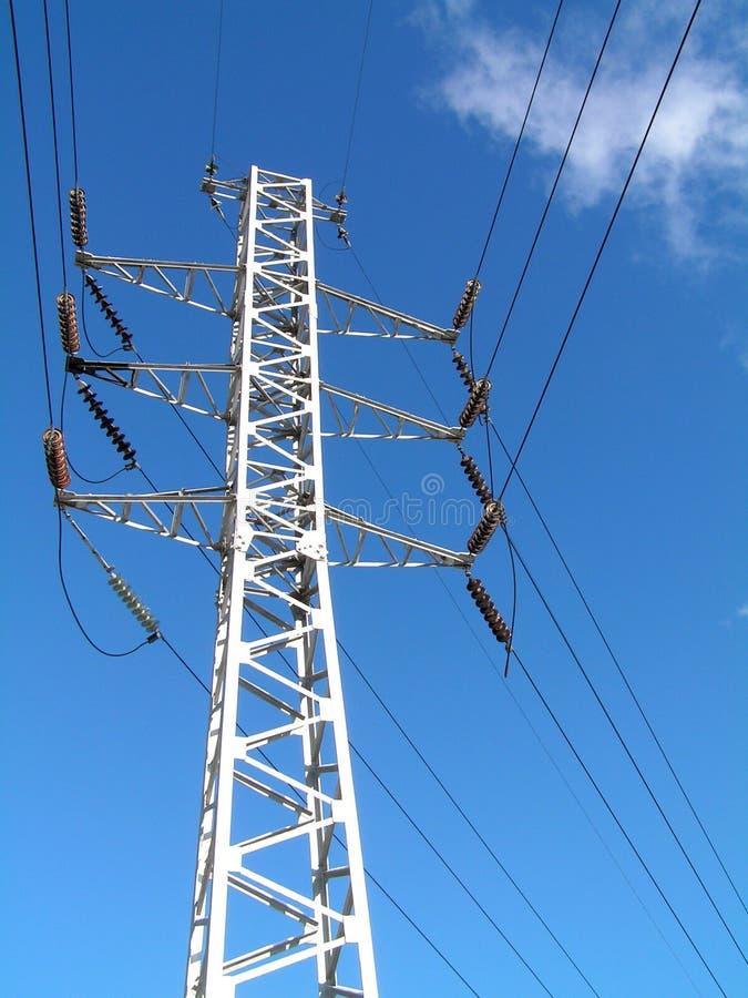 Elektriciteit pilon en telegraferend bij blauwe hemel 2 royalty-vrije stock foto