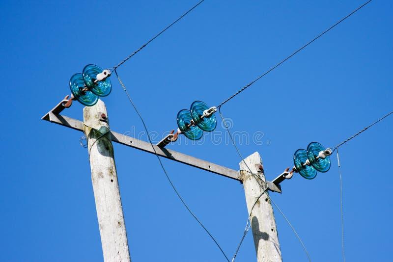 Elektriciteit Polen met Draden en Groen Glas Insul stock fotografie