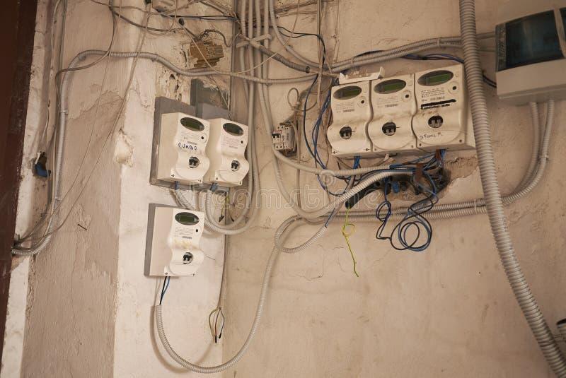 Elektriciteitsmeters in een gebouw royalty-vrije stock fotografie