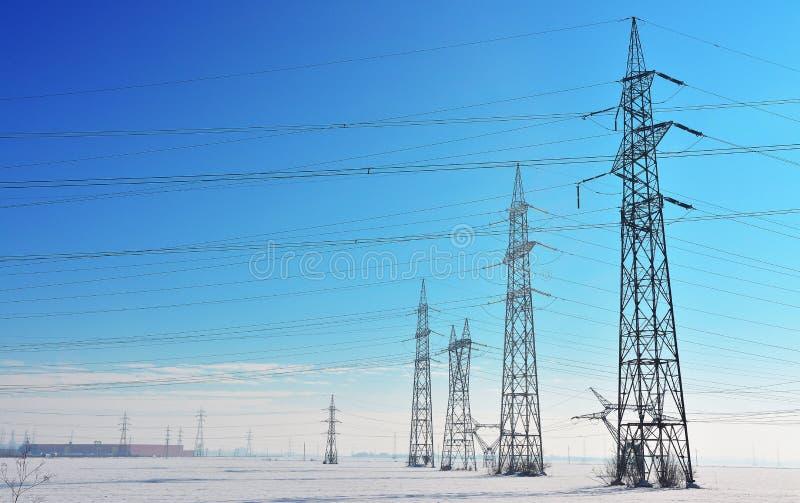 Elektriciteitspolen royalty-vrije stock foto's