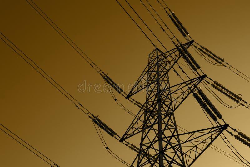 Elektriciteitspyloon met machtskabels, in het Verenigd Koninkrijk royalty-vrije stock fotografie