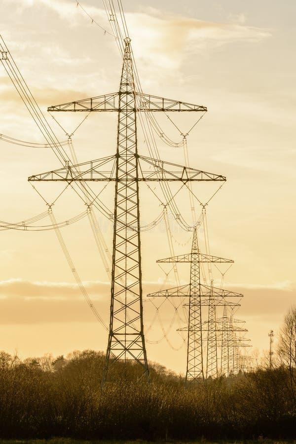 Elektriciteitstorens royalty-vrije stock afbeeldingen