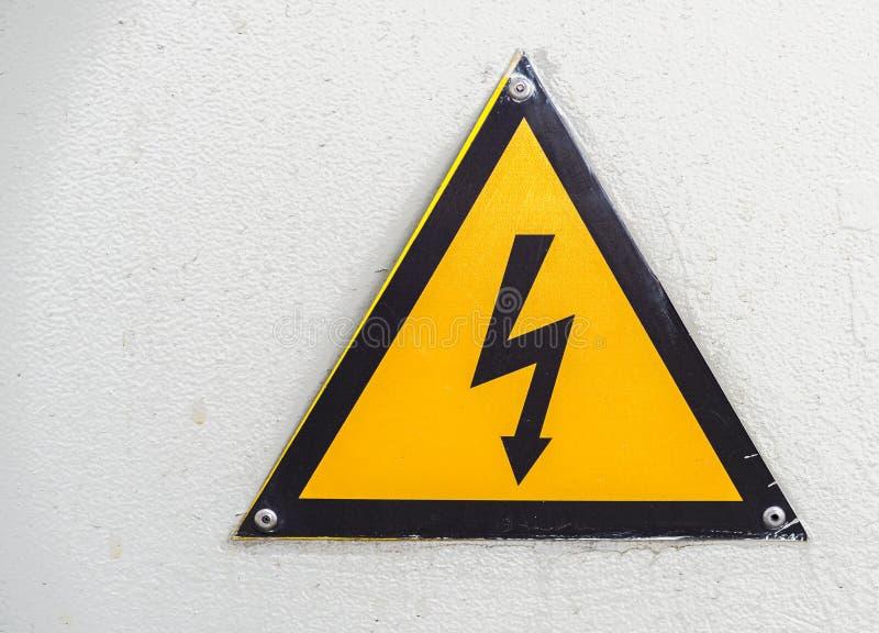 Elektriciteitswaarschuwingsbord of etiket royalty-vrije stock afbeelding