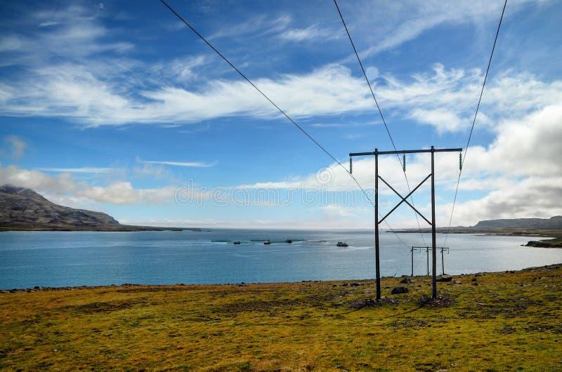 Elektricitet från kust arkivbilder