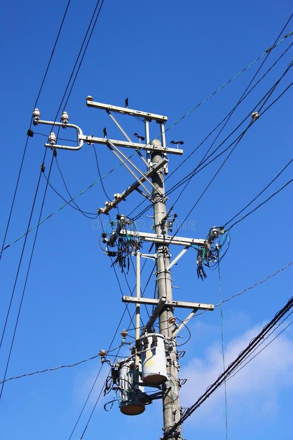 Elektricitet och telefonstolpe royaltyfria bilder