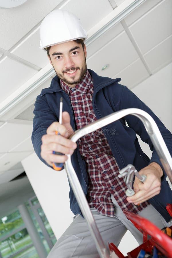Elektrikerarbeitersbauarbeiter lizenzfreie stockfotografie