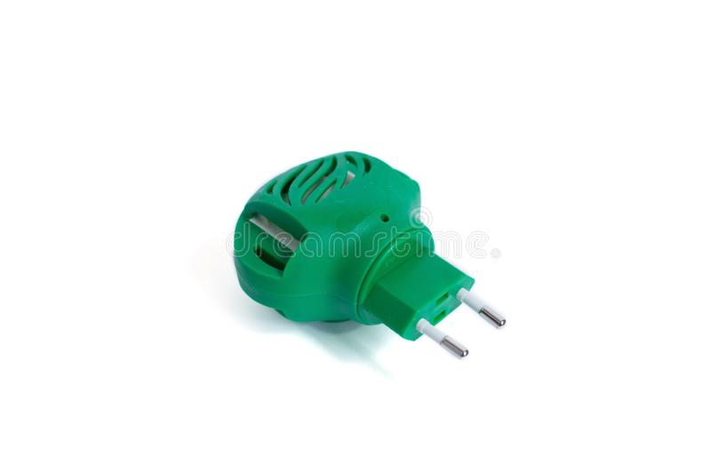 Elektrisch die mugafweermiddel op wit wordt geïsoleerd Groene fumigator royalty-vrije stock afbeelding