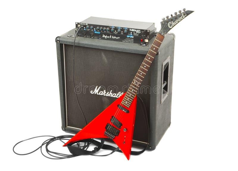 Elektrisch gitaarmateriaal, preamp, machtsampère, kabinet stock fotografie